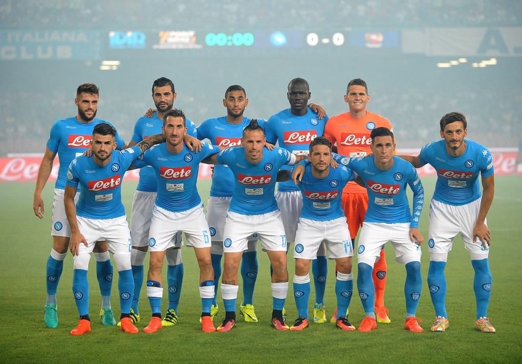 NAPLES, ITALY - AUGUST 01: Team of SSC Napoli before the pre-season friendly match between SSC Napoli and OGC Nice at Stadio San Paolo on August 1, 2016 in Naples, Italy. (Photo by Francesco Pecoraro/Getty Images)