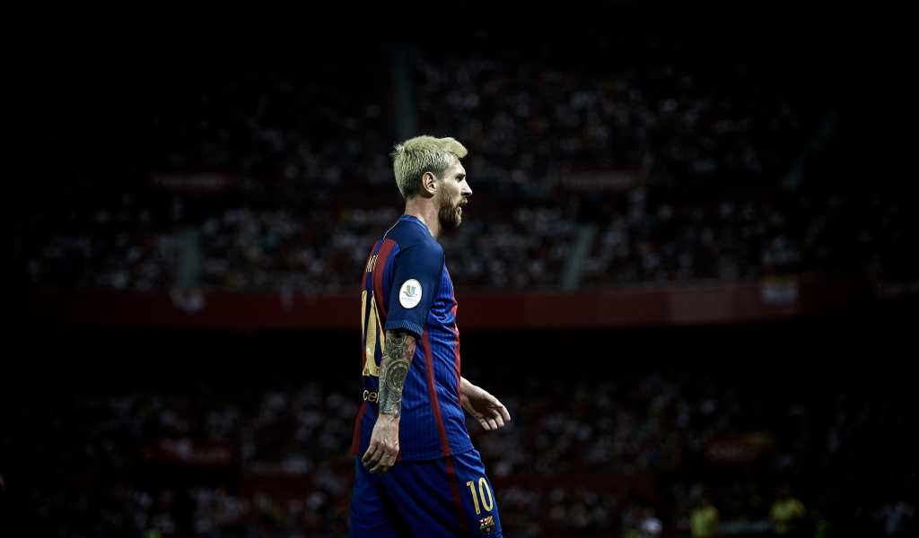 SEVILLE, SPAIN - AUGUST 14: Lionel Messi of FC Barcelona looks on during the match between Sevilla FC vs FC Barcelona as part of the Spanish Super Cup Final 1st Leg at Estadio Ramon Sanchez Pizjuan on August 14, 2016 in Seville, Spain. (Photo by Aitor Alcalde/Getty Images)