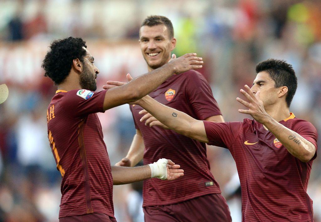 Salah, Dzeko e Perotti festeggiano un gol nella partita vinta contro l'Udinese (Filippo Monteforte/AFP/Getty Images)