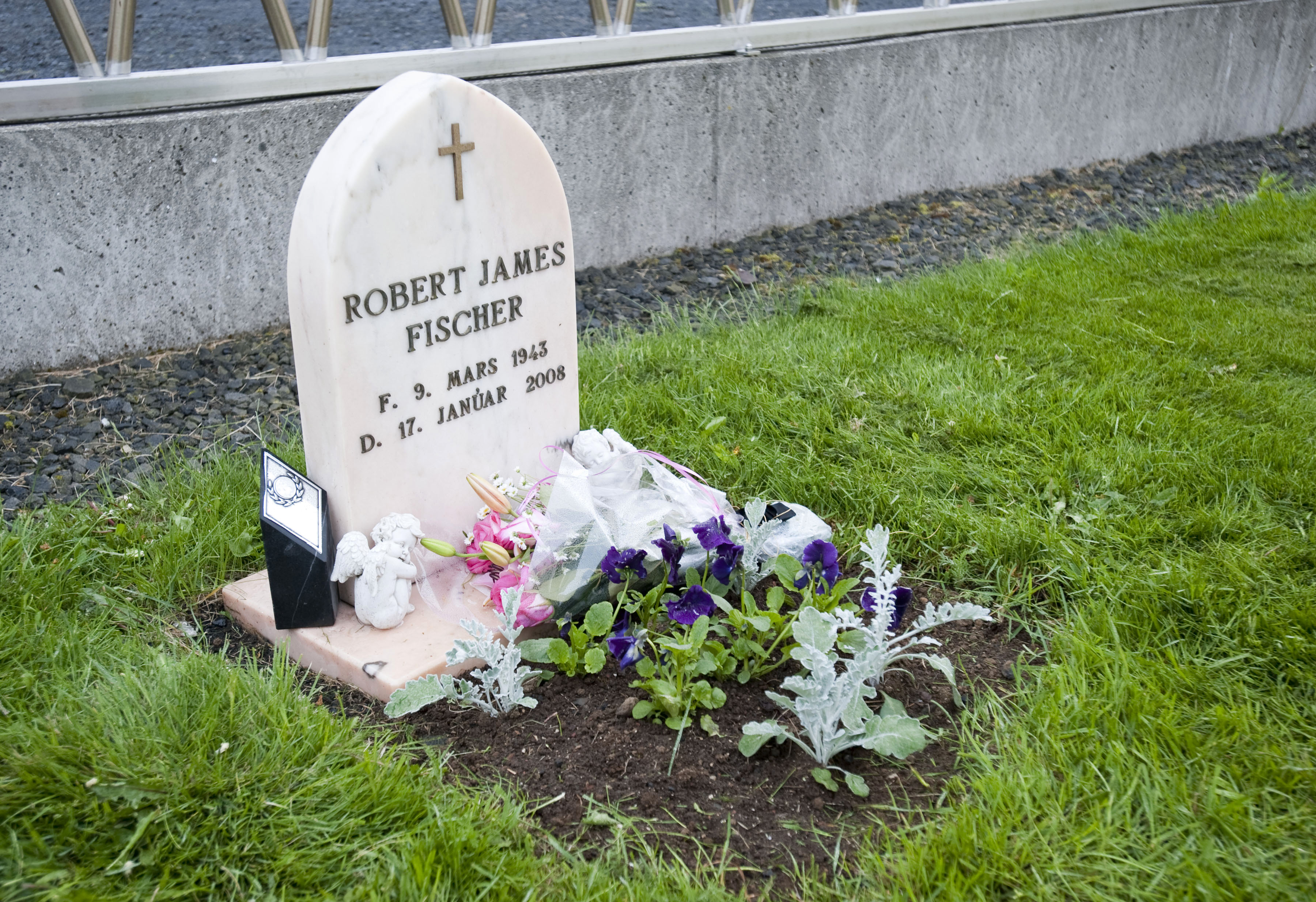 Chess legend Bobby Fischer's grave is pictured in southern Iceland's Laugardaelir Church Cemetery in Selfoss on June 18, 2010. Iceland's Supreme Court on June 16 ruled that the remains of chess legend Bobby Fischer can be exhumed for a paternity test to settle a dispute over his estate, public broadcaster RUV reported. His estate is estimated to be worth about two million dollars (1.6 million euros) and is reportedly contested by three parties in addition to Young: a wife, two American nephews and the US government, whom he owed unpaid taxes. AFP PHOTO / HALLDOR KOLBEINS (Photo credit should read HALLDOR KOLBEINS/AFP/Getty Images)