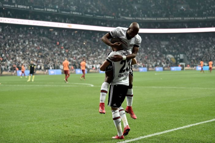 Besiktas' Turkish forward Cenk Tosun (down) celebrates with his teammate Dutch midfielder Ryan Babel after scoring a goal during the Turkish Super Lig football match between Besiktas and Galatasaray on December 2, 2017 at Vodafone Park Stadium in Istanbul. / AFP PHOTO / OZAN KOSE (Photo credit should read OZAN KOSE/AFP/Getty Images)