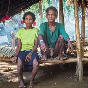 Filippine - Una coppia di Agta, una delle comunità di cacciatori - raccoglitori tuttora esistenti sul pianeta