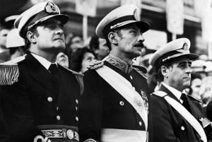 Orlando Ramon Agosti (destra),  Jorge Rafael Videla (Centro), Emilio Massera (sinistra). I tre membri della Junta.