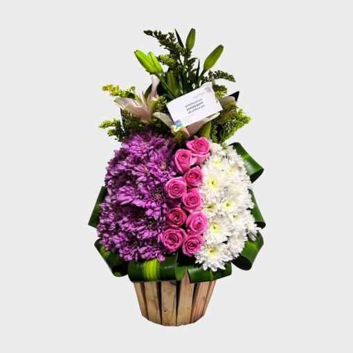 مزهرية ورد طبيعي تنسيق رأسي