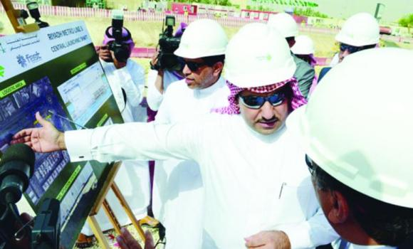 Riyadh Gov. Prince Turki bin Abdullah bin Abdul Aziz inspects some of the drilling equipment used in digging tunnels on King Abdul Aziz Road. (AN photo)