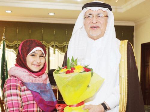 Dr. Abdulaziz Khoja receives youngest Saudi female broadcaster