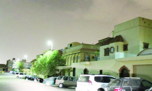 Riyadh is leaning toward solar energy to boost an energy-saving drive in street lighting in a bid to reduce fuel consumption. (Al-Riyadh photo)