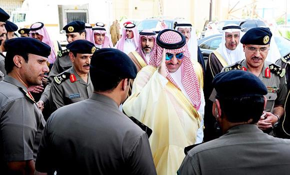 Newly appointed Riyadh Gov. Prince Turki bin Abdullah bin Abdul Aziz visits high-tech traffic facilities in the capital city on Sunday. (AN photo)