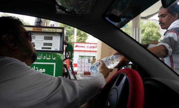Motorists and gas station attendants are pleased with the lifting of the ban on the handing out of free boxes of tissues and bottles of water.