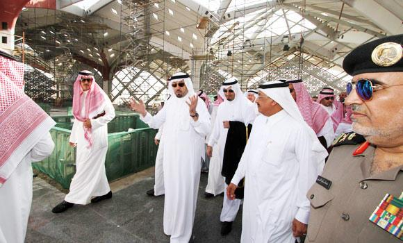Makkah Gov. Prince Mishaal bin Abdullah, accompanied by Transport Minister Jabara Al-Seraisry, inspects the Haramain Railway Station in Makkah on Sunday.