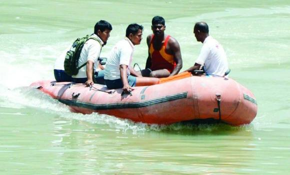 Rescue workers take part in a search operation of the Beas River in Kullu on Monday.