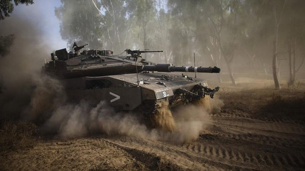 An Israeli tank performs a manoeuvre after the end of a five-hour humanitarian truce, near the border with the Gaza Strip July 17, 2014.