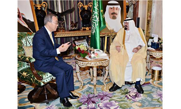 Custodian of the Two Holy Mosques King Abdullah receives United Nations Secretary-General Ban Ki-moon at his palace in Jeddah on Wednesday night. Ban is meeting Arab leaders to seek support for his call for Israel and Hamas to end the violence in Gaza. (SPA)