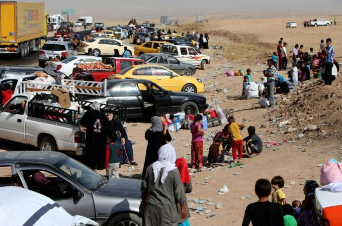 Thousands of Iraqis fleeing areas controlled by the Islamic State have been stranded at checkpoints