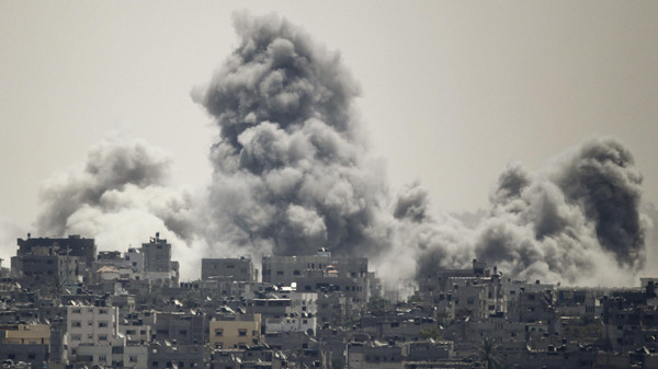 Smoke rises during an Israeli offensive in the east of Gaza City July 27, 2014.