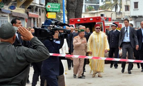 Morocco's King Mohammed VI (C) arrives at the scene after buildings collapsed in downtown Casablanca on Friday, killing four people and injuring 57.