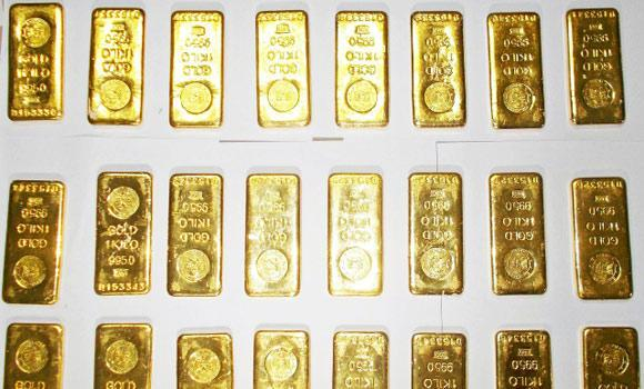 Seized gold bars are kept on displayed by custom officers at the international airport in Kolkata in this Nov. 19, 2013 file photo.