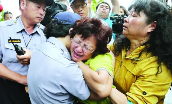 A relative of a passenger onboard the TransAsia Airways Flight GE222 that crashed on the Taiwanese island of Penghu, cries at a funeral in Penghu, Taiwan, on Thursday.