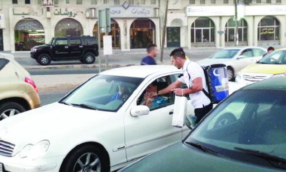 "Volunteers of ""Your Iftar on Us"" distribute iftar meals in Jeddah on Sunday. The campaign includes Riyadh and Dammam."