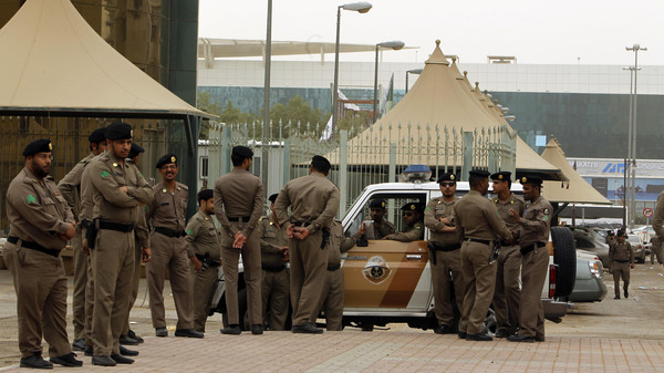 Policemen stand by on a main street in Riyadh March 11, 2011. Police flooded the streets of the Saudi capital on Friday looking to deter a planned day of demonstrations and small protests were reported in the east of the oil-rich country that has been rattled by pan-Arab unrest.      REUTERS/Fahad Shadeed  (SAUDI ARABIA.