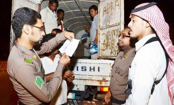 Passport and labor officials check documents of expat workers during a campaign in Al-Ahsa on Tuesday. (SPA)