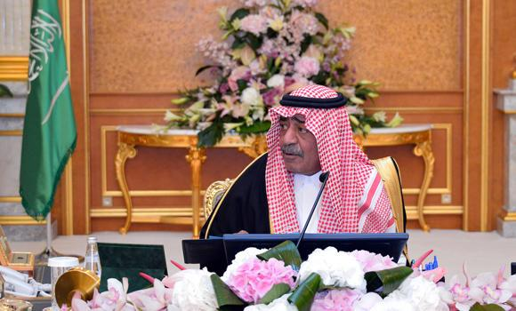 Deputy Crown Prince Muqrin presides over a Council of Ministers meeting in Riyadh on Monday, during which the body approved several steps that pave the way for well-known foreign companies to work in the Kingdom without being subject to rating procedures. (SPA)