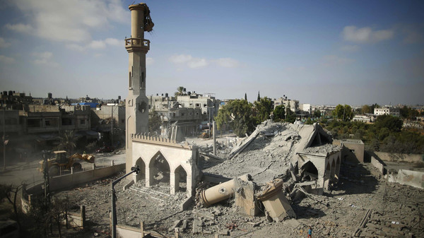 A general view of the remains of a mosque, which witnesses said was hit by an Israeli air strike, is seen in Beit Hanoun in the northern Gaza Strip August 25, 2014.