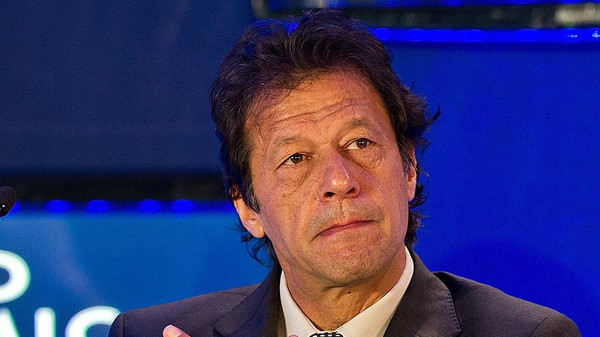 Pakistani opposition politician Imran Khan has called on followers to show their strength as he tries to force the government to resign.