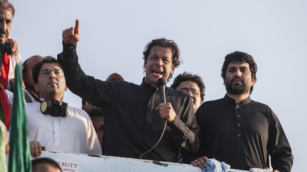Imran Khan(C), the Chairman of the Pakistan Tehreek-e-Insaf (PTI) political party, addresses supporters during the Revolution March in Islamabad August 31, 2014.