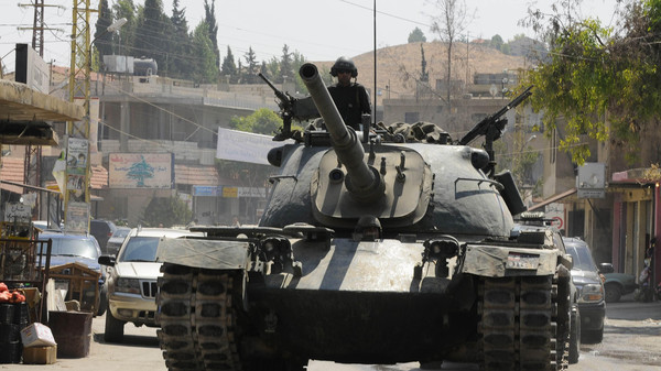 Lebanese Army soldiers on a tank advance towards the Sunni Muslim border town of Arsal, in eastern Bekaa Valley August 7, 2014.