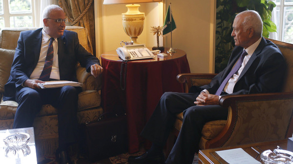 Palestinian chief negotiator Saeb Erekat (L) talks with Arab League Chief Nabil el-Araby during their meeting at the Arab League in Cairo August 11, 2014.