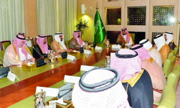 Riyadh Gov. Prince Turki bin Abdullah bin Abdul Aziz presides at the seventh meeting of the follow-up committee of the metro project in Riyadh on Thursday. (SPA)