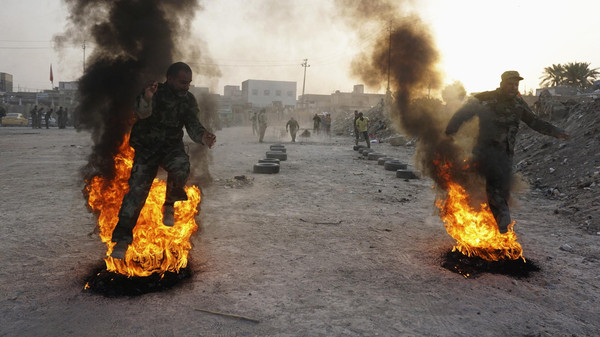 Shi'ite volunteers, who have joined the Iraqi army to fight against ISIS militants take part in field training in Najaf, August 20, 2014.