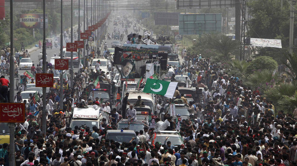Supporters of cricketer-turned-opposition politician Imran Khan take part in the Freedom March in Gujranwala August 15, 2014.