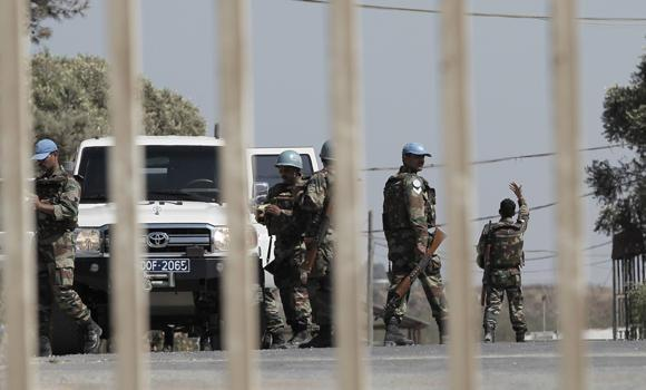 UN peacekeepers gather at the UN headquarters next to the Quneitra crossing, the only border crossing between Israel and Syria, in the Golan Heights on August 30, 2014. Philippine UN peacekeepers escaped under darkness Saturday night from Syrian rebels who have surrounded their encampment, the Philippine military said on Sunday.
