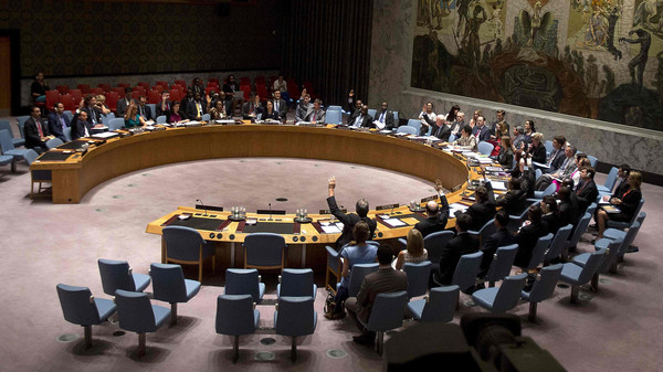 Members of the United Nations Security Council vote on a resolution about the ongoing crisis in Iraq at United Nations headquarters in the Manhattan borough of New York August 15, 2014.