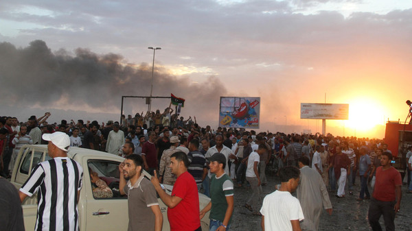 People gather at the scene of a Libyan war plane crash in the eastern city of Tobruk September 2, 2014.