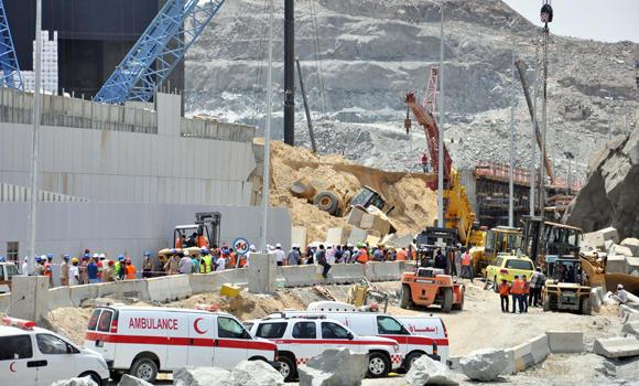 Civil defense and construction workers used heavy equipment to dig for workers buried under a collapsed retaining wall at a construction project in Makkah on Wednesday.