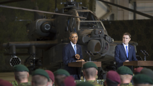 President Barack Obama (L) speaks next to Prime Minister Taavi Roivas of Estonia to US and Estonian members of the military at a hangar at Tallinn Airport in Tallinn, Estonia, September 3, 2014.