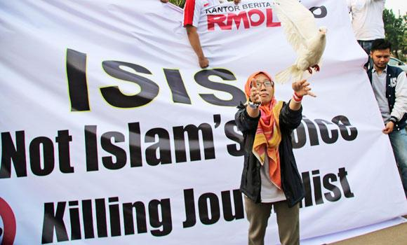 A Muslim woman releases a dove as a symbol of peace during a rally against the Islamic State group, in Jakarta, Indonesia, on Friday.