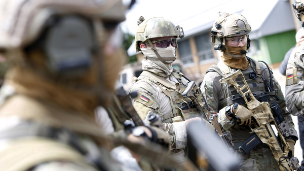 Members of German army Bundeswehr Special Forces Command (KSK) arrive for a skills demonstration in Claw near Stuttgart July 14, 2014.