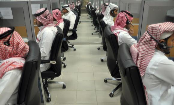 Saudis-in-call-centers_5