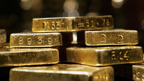 Gold, set to fall for a third week in four, has suffered from perceptions that the U.S. recovery is outpacing that of other economies.