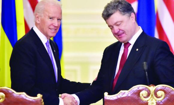 Ukrainian President Petro Poroshenko, right, and US Vice President Joe Biden shake hands before a statement after their talks in Kiev on Friday.