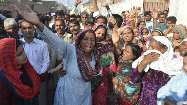 Relatives mourn the death of a Pakistani Christian couple in Kot Radha Kishan, some 60 kilometres (40 miles) southwest of Lahore on Nov. 5, 2014.