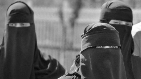 All the six had been dressed in black robes and wore the niqab, a face-covering veil commonly worn by women in Yemen, the official in Harad told AFP.