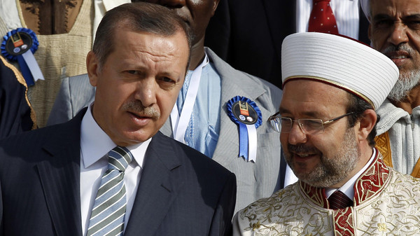 Erdogan chats with Gormez during the summit of religious leaders from Muslim countries and communities in Africa at the Ottoman-era Dolmabahce Palace in Istanbul Nov. 21, 2011.