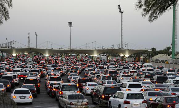 This file photo shows traffic congestion at the Saudi-Bahrain border. Gulf Cooperation Council (GCC) member states plan to link part of their traffic, business and customs systems in March to provide easier coordination and data exchange.