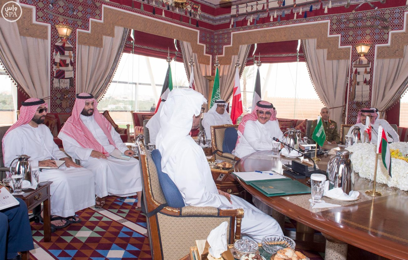 Deputy Crown Prince Holds Meeting with a Number of GCC Member States' Officials. (SPA)