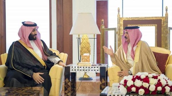 Bahrain's King Hamad bin Isa al-Khalifa received Monday Saudi Defense Minister Prince Mohammad bin Salman.